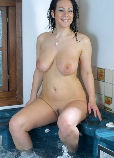 busty-brits-june-posing-nude-in-the-jacuzzy